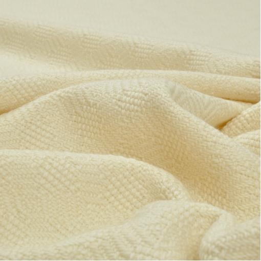 Пальтовая ткань ванильного цвета с плетеными узорами