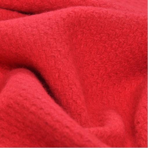 Пальтовая шерсть малинового цвета