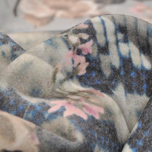 Пальтовая ткань с печатным рисунком в виде нежно-розовых цветов