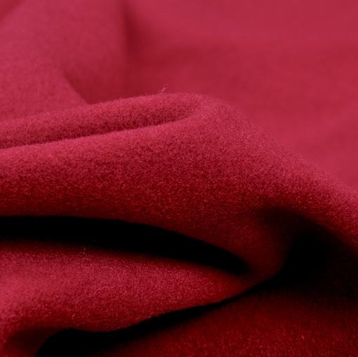 Алая гладкая пальтовая ткань