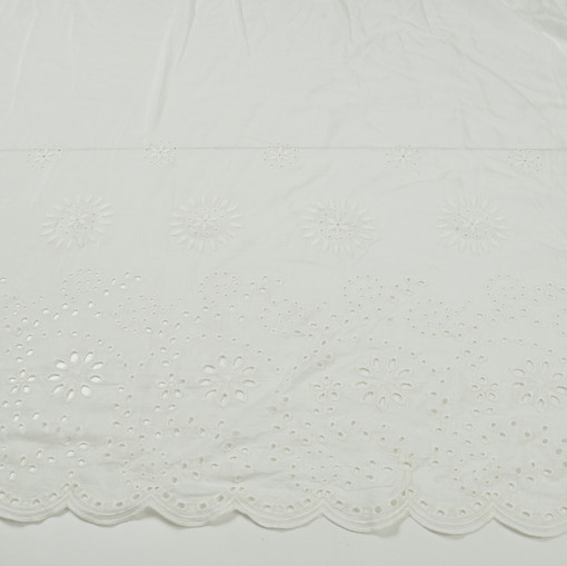 Шелк молочный с вышивкой ришелье и фестонами по одному краю