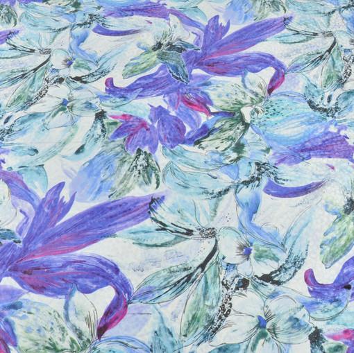 Шелк-жаккард с крупным цветочным рисунком в сиреневых тонах на белом фоне