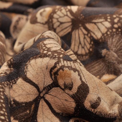 Дубленка с принтом в виде бабочек на черном фоне