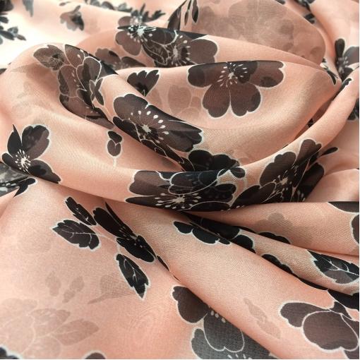 Шелк шифон принт Roshas черные цветы на персиковом фоне