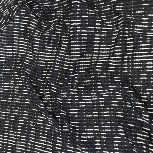 Шанель летняя вискозная полупрозрачная белые нити на черном фоне