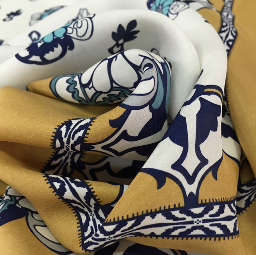 Шелк атлас принт Elisa Fanti платки с вензелями