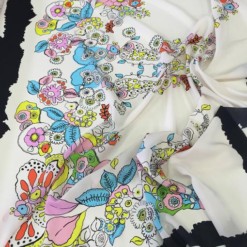Шелковый платок абстракция на белом фоне