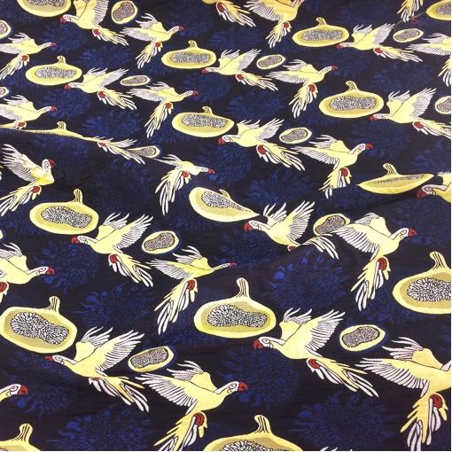 Жаккард нарядный птицы на синем фоне