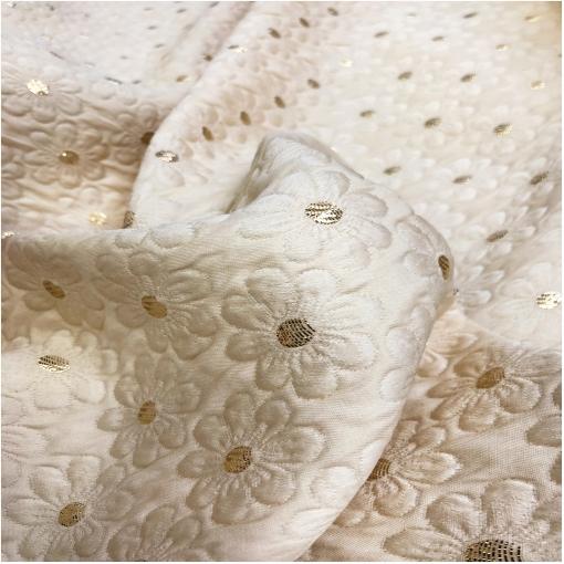 Жаккард нарядный дизайн Chanel ромашки на ванильном фоне