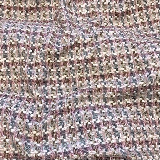 Шанель нарядная шерстяная костюмно-пальтовая в миндально-сизой гамме на фоне цвета пепел-роза