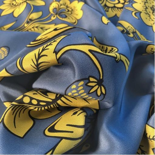 Шелк креповый принт Marni цветочный узор в желтой гамме на пыльно-синем фоне