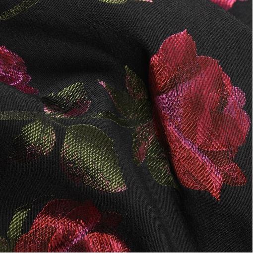 Смесовый купонный жаккард черного цвета с ярким рисунком из алых роз