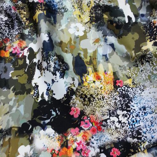 Атласный шелк стрейч из коллекции Blugirl милитари и цветы