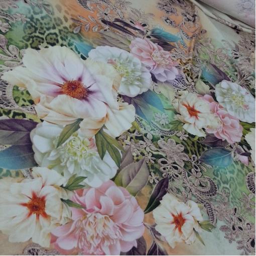 Вискозный трикотаж с неярким цветочным принтом
