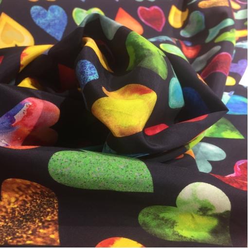 Муслин хлопок с шелком атласный принт Versace сердца на черном поле