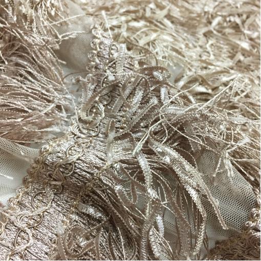 Ткань нарядная с бахромой на сетке Elie Saab бежевого цвета