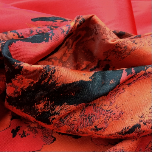 Жаккард нарядный купон алого цвета с черным Carolina Herrera