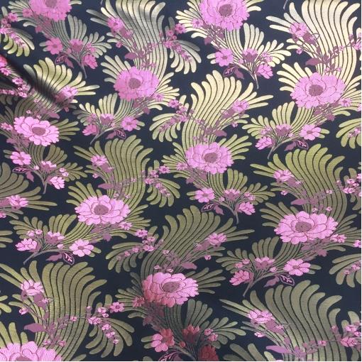 Жаккард нарядный дизайн Ferragamo розовые цветы и бронзовые листья