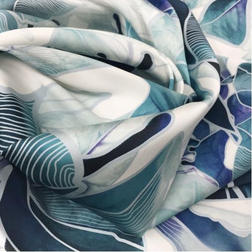 Шелк атласный плотный стрейч принт La Perla сине-голубые листья