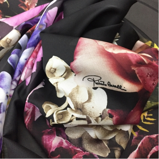 Шелк шифон принт Roberto Cavalli купон крупные цветы на черном фоне