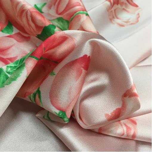 Шелк атлас стрейч принт D&G цветы на розовом фоне