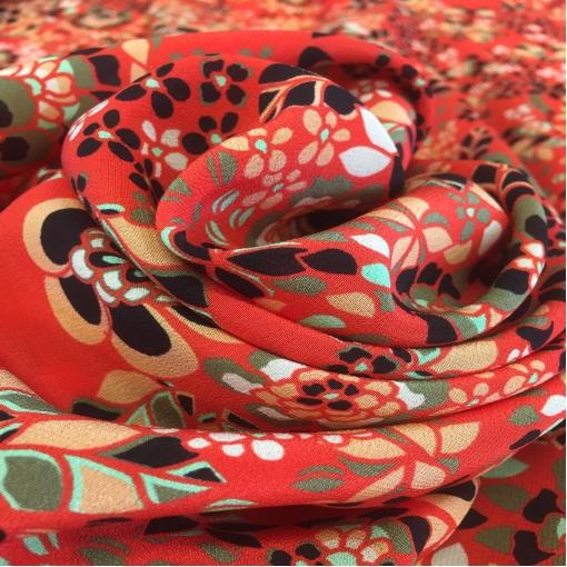 Шелк креповый стрейч кораллового цвета с мелкими цветами
