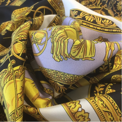 Шелк твил принт Versace купон с раскроем черно-золотой с сиреневыми вкраплениями