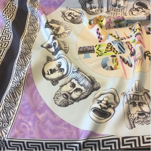 Шелк принт Versace купон в сиреневых тонах с лицами