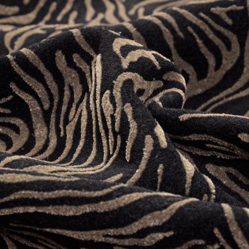 Черная пальтовая ткань с бежево-коричневым флокированным рисунком