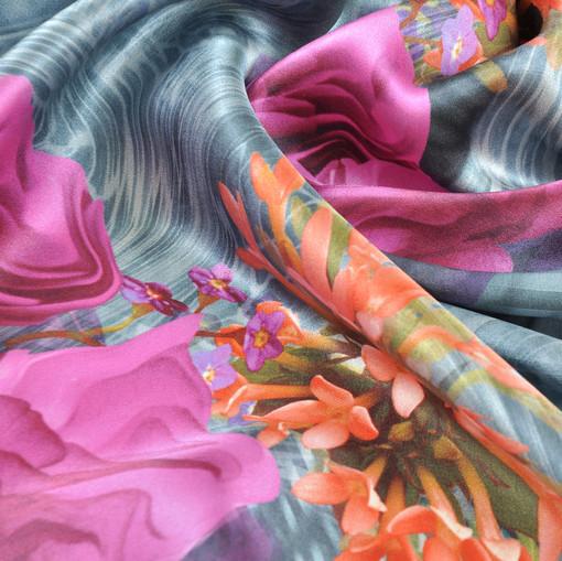 Шелк атлас с цветами оранжевого цвета и фуксии Alta Moda