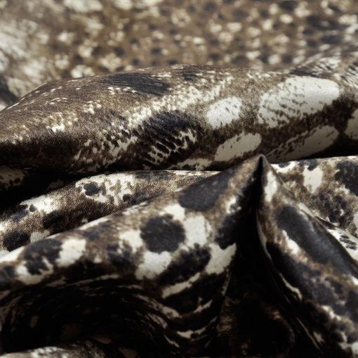Шелк атласный стрейч с коричнево-серым леопардовым принтом