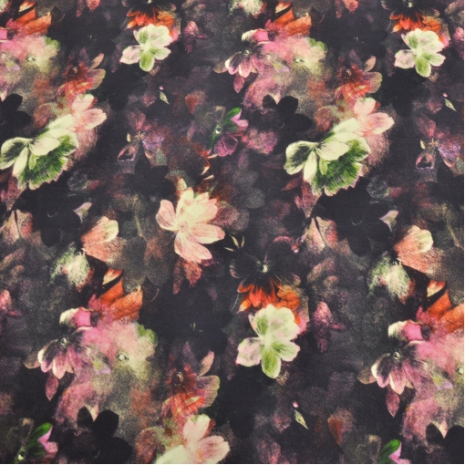 Шелк креповый с цветочным принтом на черном фоне
