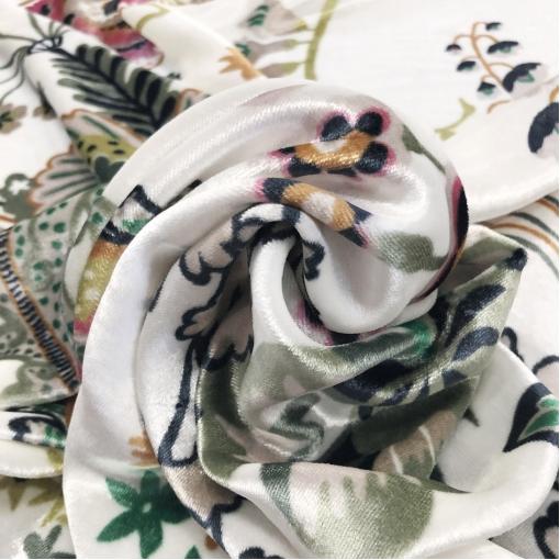 Панбархат на шелковой основе Gucci абстрактный узор на молочном фоне