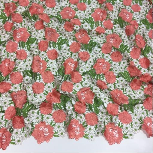 Кружево ришелье Blumarine нежные коралловые розы и ромашки