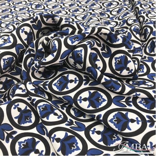 Шелк матовый принт Max Mara синие цветы в черных овалах
