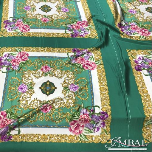 Шелк атласный платки цветы и вензеля на изумрудном фоне