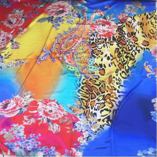 Шелк атласный стрейч принт купон цветы и леопард на желто- синем фоне