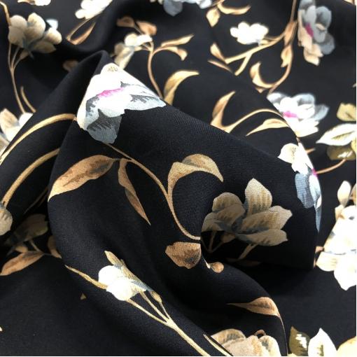 Шелк креповый принт Escada цветы и ветви на черном фоне