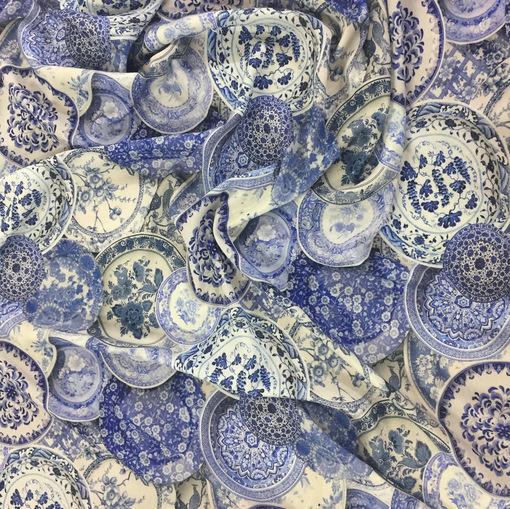 Креп вискозный плательный принт DIOR голубые тарелки