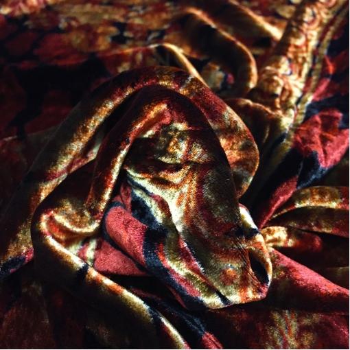 Панбархат Versace платок черно-винного цвета с золотыми вензелями