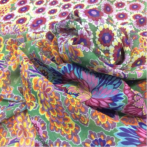 Шелк шифон принт Gucci продольный купон зелено-оранжевые цветы