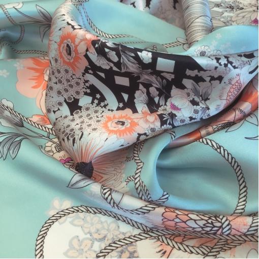 Шелк атласный принт Ungaro гирлянды цветов на голубом фоне