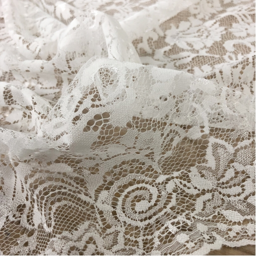 Кружево нарядное Soltis жемчужно-белого цвета с фестоном
