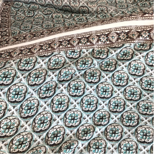 Ткань плательная легкая принт ETRO купон с геометрией небесно-голубого цвета