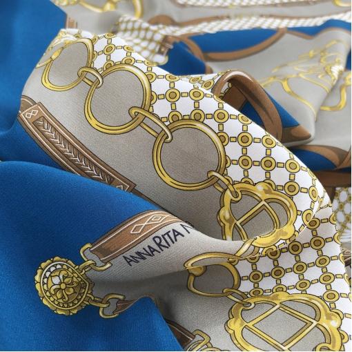 Шелк креповый принт Annarita N платок 85х85 см ремни и цепи в сине-белых тонах