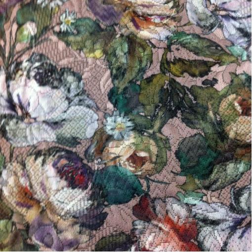 Жаккард бежевого цвета с цветочным принтом