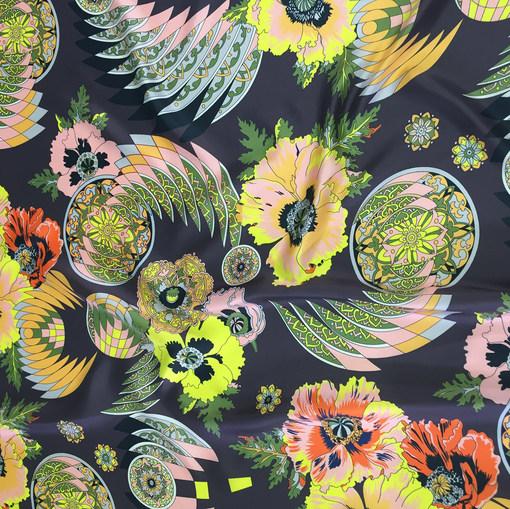 Шелк твил принт Versace цветы на сером фоне