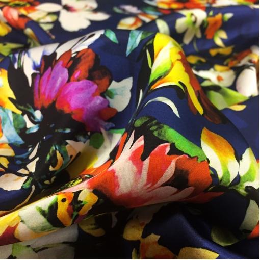 Шелк атлас Celine яркие цветы на средне-синем