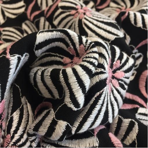 Ткань костюмная шерстяная с вышивкой Prada цветы на черном фоне