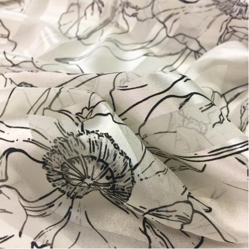 Шелк деворе Blumarine стрейч в черно-белых тонах тюльпаны и листья